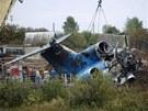 Vyprošťování trosek letadla Jak-42 (8. září 2011)