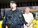 Policie zadr�ela na pra�sk�m leti�ti Ruzyn� l�ka�e Jaroslava Bart�ka (27. srpna