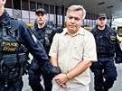 Policie zadr�ela na pra�sk�m leti�ti Ruzyn� l�ka�e Jaroslava Bart�ka. (27.