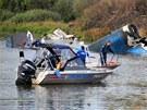 Záchranáři prohledávají místo leteckého neštěstí u ruské Jaroslavle. (7. září