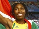 PODĚKOVÁNÍ FANOUŠKŮM. Caster Semenyaová po závodu na 800 metrů, v němž doběhla