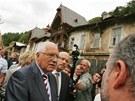 Prezident Václav Klaus diskutuje s generálním ředitelem Karlovarských