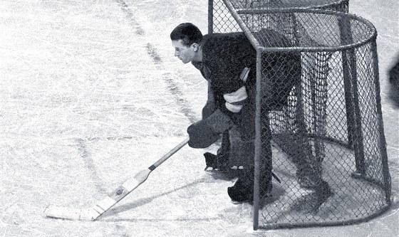Hokejov� brank�� B�a Modr� byl dr�itelem dvou olympijsk�ch medail� a