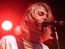 Takhle si Curta Cobaina pamatujeme: pomačkané triko, pod ním ještě jedno s...
