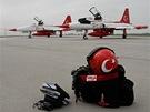Turecká akrobatická skupina Turkish Stars v Ostravě.