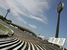 Hradecký všesportovní stadion a lízátka, jak se říká osvětlovacím stožárům.