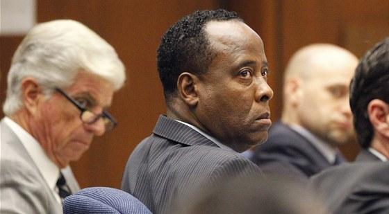 Jacksonův osobní lékař Conrad Murray u soudu