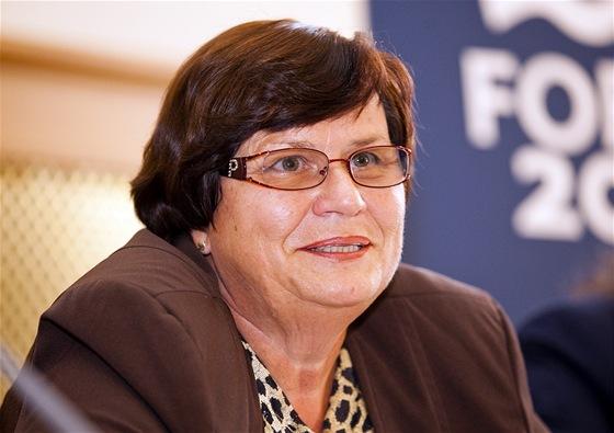 Marie Benešová během debaty studentů s politiky o korupci, budova Akademie věd