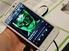 Telefon nabídne vcelku standardní hudební p�ehráva�, hlavní kvalitativní skok...