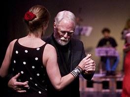 Nejvíc tančil Robert Fulghum se svou manželkou.
