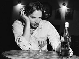 Kryštof Hádek ztvárnil v kalendáři vášeň pro alkohol.