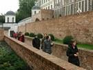 Žádost o dotaci město podalo v květnu 2009 a od té doby se hradby opravovaly....