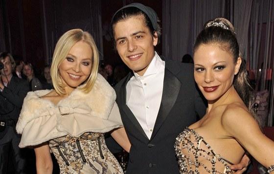 Ornella Muti, její syn Andrea a dcera Naike Rivelli (prosinec 2010)
