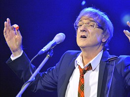 Zp�v�k Miroslav �birka vystoupil 7. listopadu ve St�tn� ope�e v Praze.