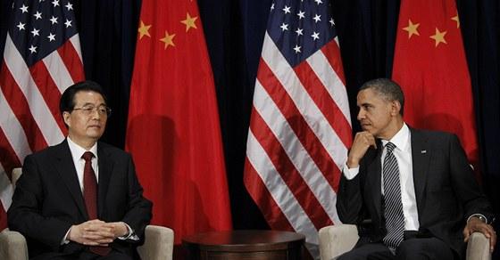 Americký prezident Barack Obama (vpravo) a čínský prezident Chu Ťin-tchao na