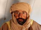 Kaddáfího syn Sajf Islám v letadle, které ho dovezlo do Ziltánu. Na sobě má