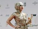 Lady Gaga na předávání německých mediálních cen Bambi. Klobouk tentokrát...
