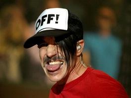 Podobně přispěli i Red Hot Chili Peppers. Z opěvované Ulster Hall odehráli