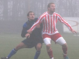 Petr Mikolanda (vpravo) v dresu Záp v zápase s Meteorem.