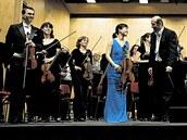 Jan��kova filharmonie na �ervencov�m mimo��dn�m koncertu s korejskou s�listkou