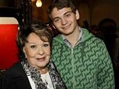 Jiřina Bohdalová s vnukem Vojtou, synem Simony Stašové