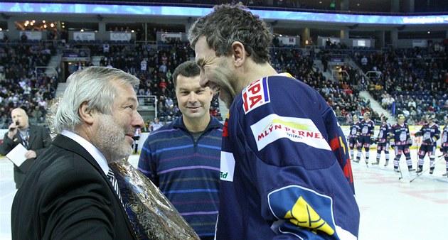 OSLAVENEC. Před utkáním Liberce s Vítkovicemi gratulovali domácímu Petru