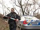 Policie u Kunratického potoka v Praze , kde kolemjdoucí našel lidské ruce.