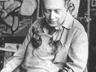 Emil Filla v ateliéru se psem (1949)