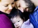 Katherine Heiglová s manželem a adoptovanou dcerou (2009)