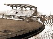 BAZALY. Takto vypadal stadion na ostravských Bazalech, když ho dělníci stavěli.