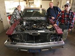 Cadillac o�ije: klasick� americk� bour�k opravuj� t�i klienti Slezsk� diakonie