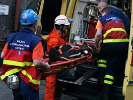 Práce báňských záchranářů je velmi náročná.