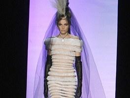 Haute couture přehlídka J.-P. Gautliera na jaro 2011 - model Andrej Pejic