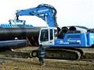Stavba plynovodu Gazela na Tachovsku - velké skladiště trub u Záchlumí na...