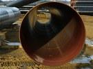 Stavba plynovodu Gazela na Tachovsku - trubky mají průměr 140 cm.