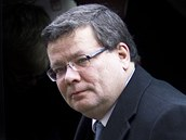 Alexandr Vondra p�ij�d� do katedr�ly sv. V�ta. (23. prosince 2011)