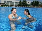 Venkovní bazén olomouckého plaveckého areálu.