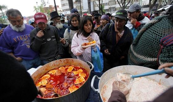 V Mexico City rozdávali na silvestra jídlo chudým. Miliony Mexičanů se dostaly...