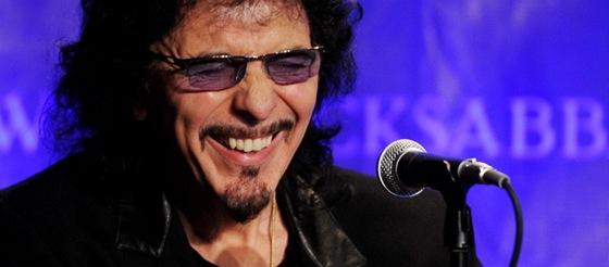 Kytarista Black Sabbath Tony Iommi na tiskov� konfereci, kde kapela ozn�mila
