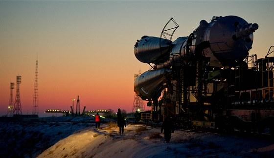 Sojuz TMA-03M na Bajkonuru během cesty na odpalovací rampu