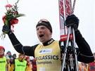 Stanislav Řezáč se raduje ze svého třetího vítězství na Jizerské padesátce.
