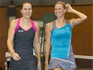 Lucie Hradeck� (vlevo) a Andrea Hlav��kov� po v�t�zstv� ve �ty�h�e na turnaji v