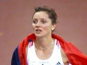 B�kyn� Ludmila Formanová se �eskou vlajkou kolem ramen po vít�zství na