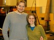 Režisér a producent Tomáš Krejčí se zpěvačkou Markétou Irglovou, která napsala hudbu pro jeho fantasy Poslední z Aporveru.