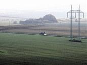Archivní snímek ukazuje pole, na kterých nyní stojí automobilka Hyundai.