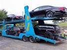 Novozélandská policie odváží zabavená auta Kima Schmitze. Většina mercedesů z Dotcomovy garáže je v úpravě od dvorního tunera značky AMG.