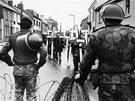 Napětí mezi irskými katolíky a probritskými protestanty, jejichž hlavní spor