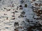Stopy vraha, který utíkal z domu zabité stařenky v Týništi nad Orlicí.