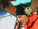 Jan Budař jako pilot vrtulníku při natáčení seriálu Sanitka 2 na