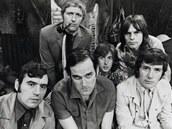 Skupina Monty Python (1969) - Dole zleva: Terry Jones, John Cleese a Michael